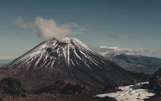 Vandra bland aktiva vulkaner på Tongariro Alpine Crossing – Nya Zeelands bästa dagsvandring
