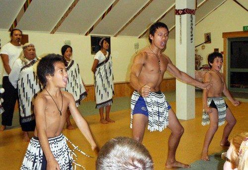 Grottor i Waitomo och kulturkväll med Maori's i Maketu
