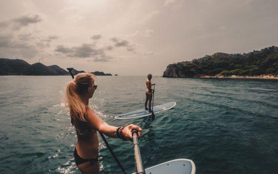 Se kusten utanför Taganga på en Stand up paddle board