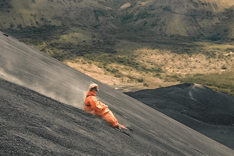 Vulcano boarding: åk bräda nedför den aktiva vulkanen Cerro Negro i León