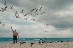 Klarturkost vatten på de vita stränderna i Cancun